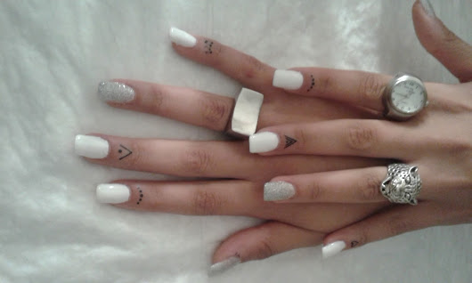 SMALTO GEL_ WHITE & SILVER+ TATUAGGI PER CUTICOLE