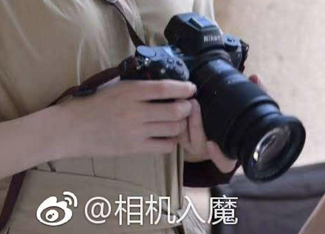 ЖК-экран на верхней панели фотоаппарата Nikon