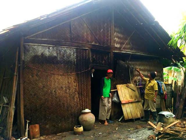 Sebuah Rumah Warga Sukamekar Rusak Diterjang Agin Dan Hujan Lebat