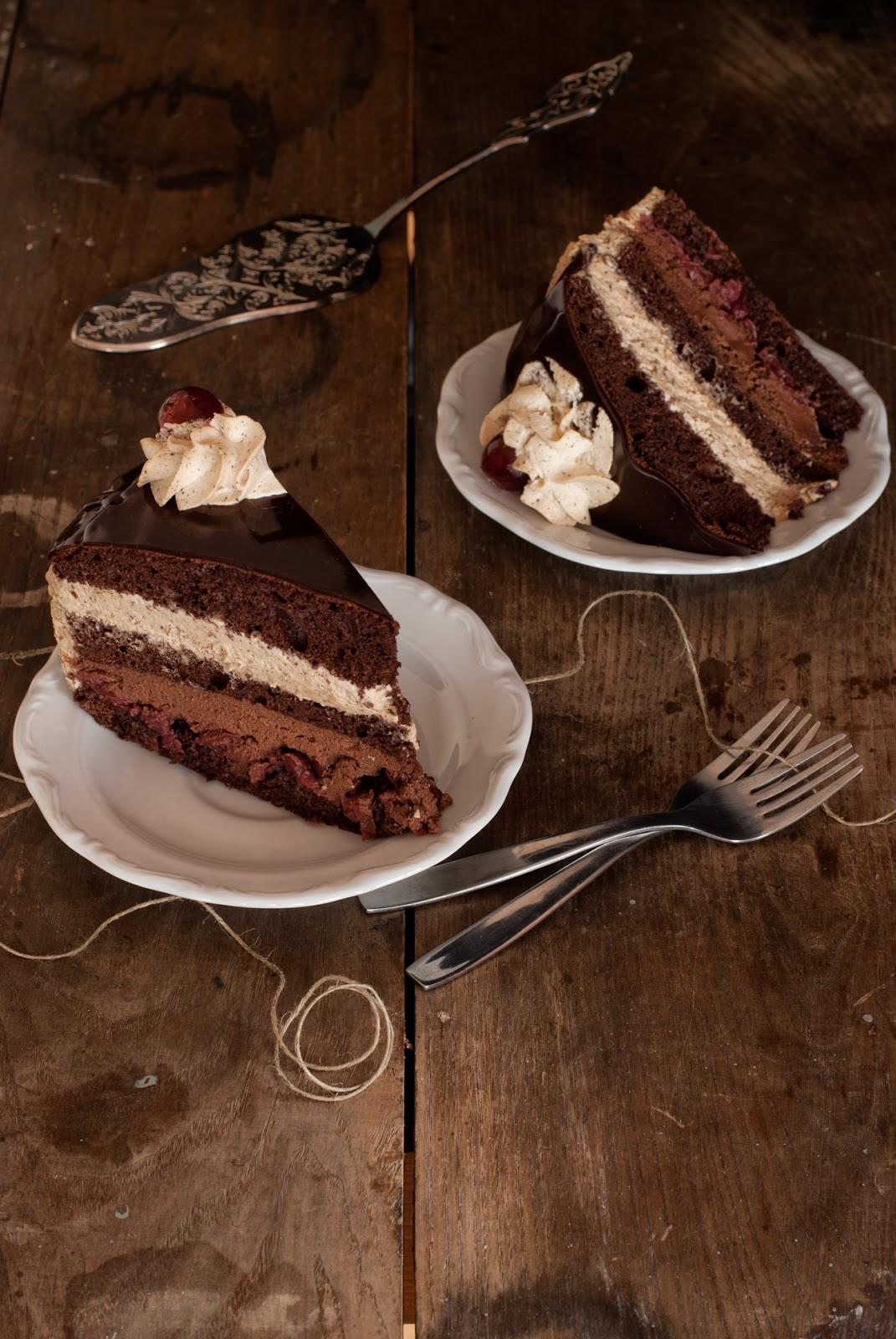 Tort czekoladowo-kawowy z wiśniami