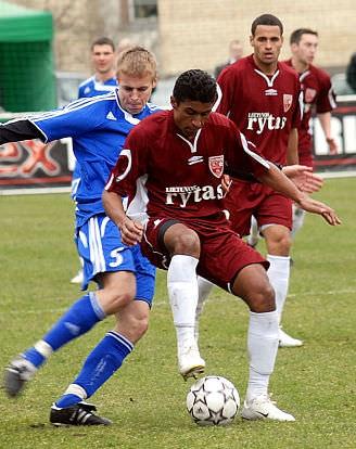 Resultado de imagem para Paulinho FC Vilnius