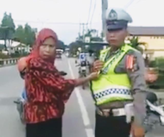 Oknum ASN Tanjungbalai yang mencakar personel satlantas.