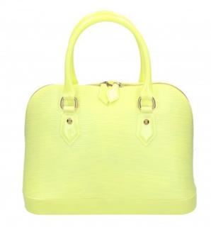 höga klackar pastellgul väska