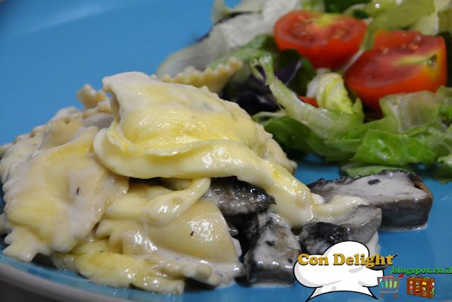 רביולי ופטריות בשמנת - Ravioli & mushroom in cream