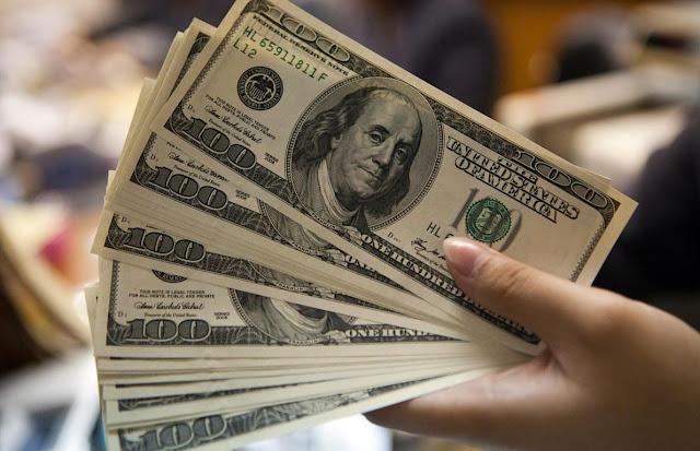 Dólares em Dinheiro