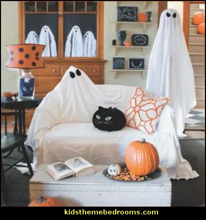 Halloween decorations - Halloween decorating props - Halloween theme - Halloween decorating ideas - Halloween decor - wall murals halloween haunted mansion - lifesize standing halloween figures - halloween bedding -