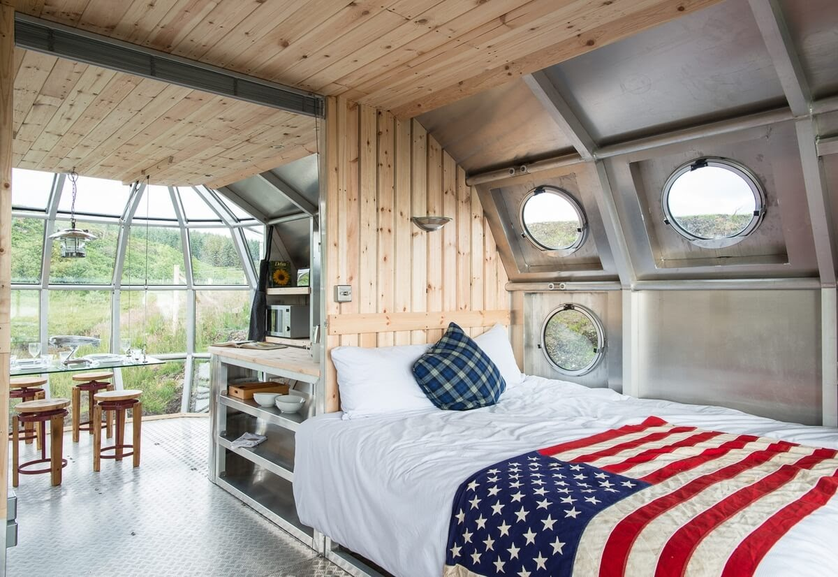 11-Bedroom-Roderick-James-Architects-AirShip-Multifunctional-Architectural-Home-www-designstack-co