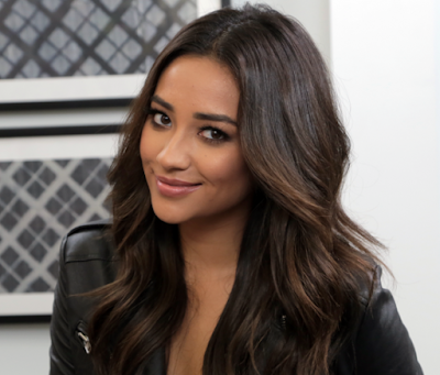 Shay Mitchell Artis Hollywood Tercantik 2015
