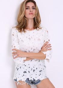 Blusa blanca con flores de encaje