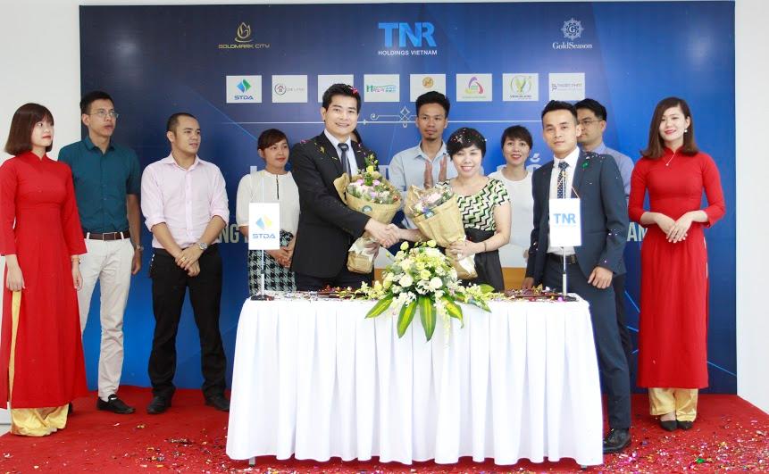 STDA đại diện Hệ thống Đại lý phân phối ký kết cùng TNR Holdings Việt Nam.