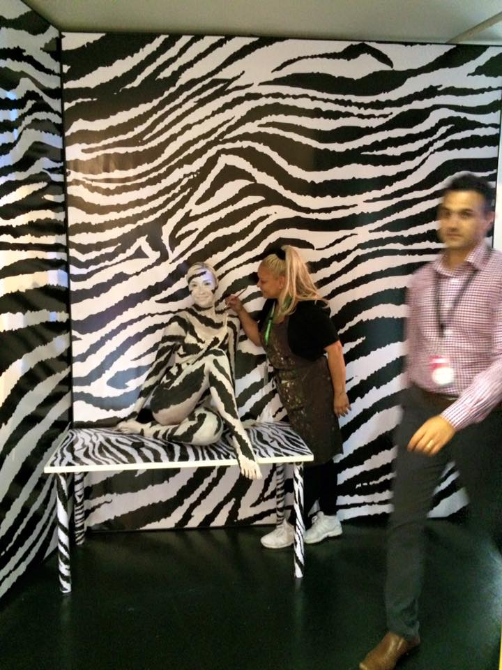 Human Statue Bodyart Camouflage Zebra Bodypainting