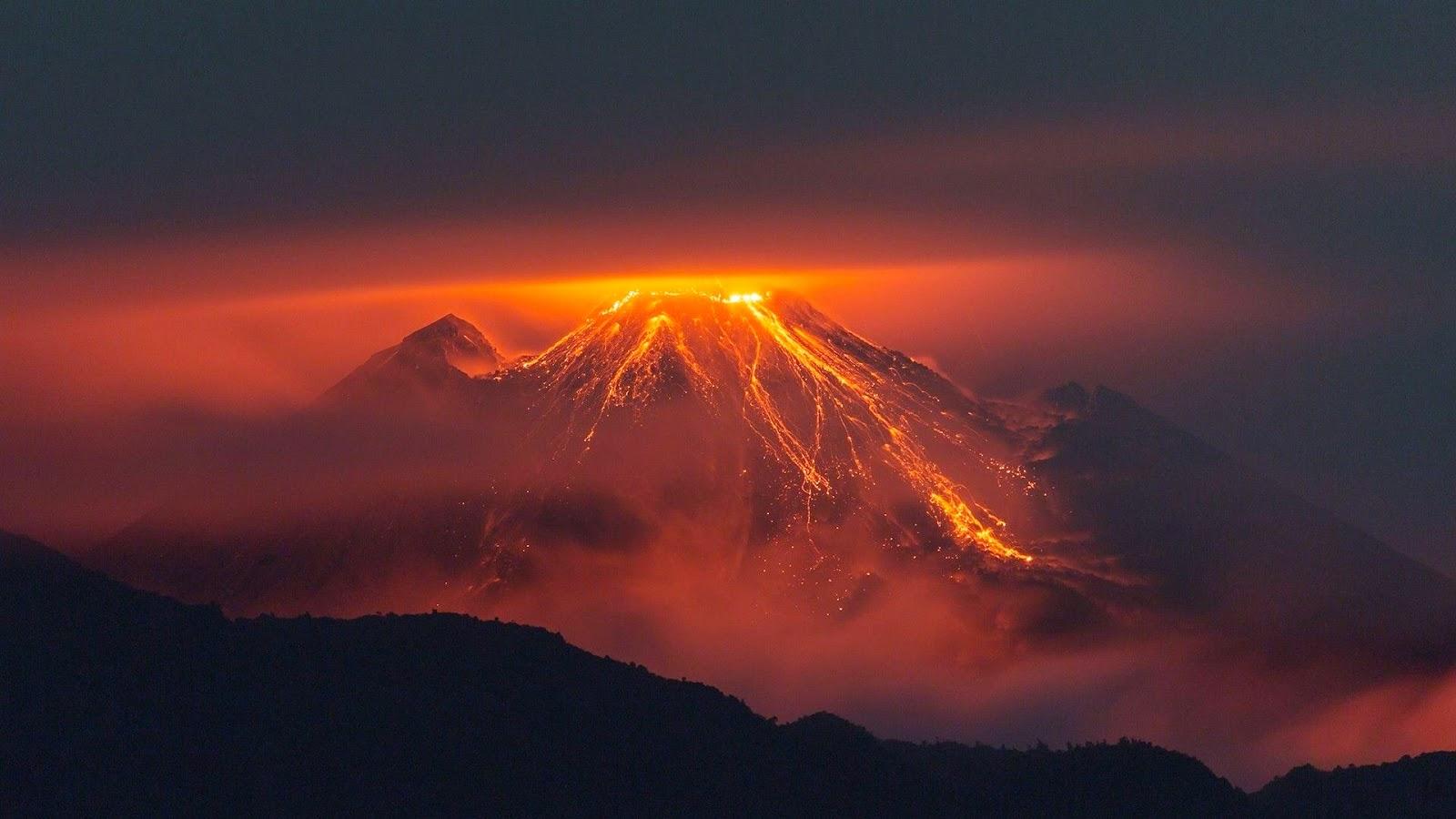 Gunung Meletus / Volcano