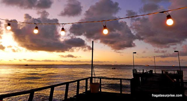 O entardecer na Bahia de Todos os Santos visto do Trapiche do Solar do Unhão
