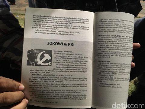 Usai Pidato Rizieq, Laskar FPI Bagikan Buku Tentang PKI Bergambarkan Jokowi