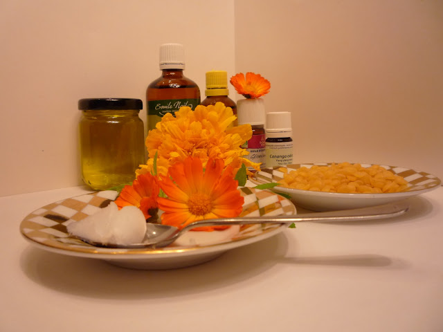 Tagetes and Calendula oils Organic Poultry treatment