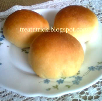 Curry Bun Recipe  @ treatntrick.blogspot.com