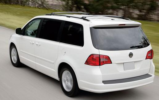 2018 Volkswagen Routan, Minivan