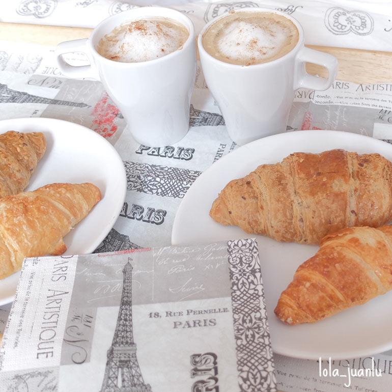 Desayuno franc s en bandeja peque os accidentes for Bandeja horno ikea