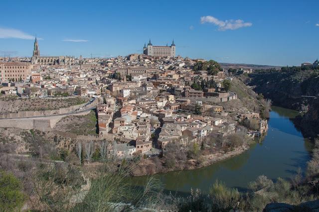 Vista de Toledo e do Tejo, na Espanha
