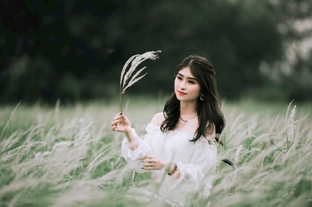 Nữ sinh Thái Nguyên khoe vẻ đẹp nữ tính ngọt ngào trên cánh đồng cỏ lau
