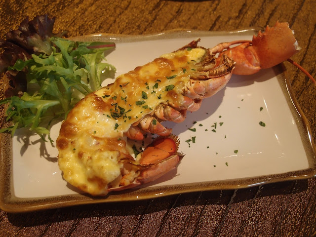 baked boston lobster with Hollandaise Sauce