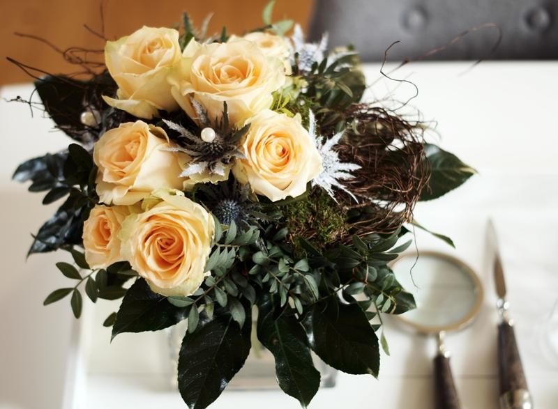 flowers lachsfarbene rosen disteln collagen. Black Bedroom Furniture Sets. Home Design Ideas