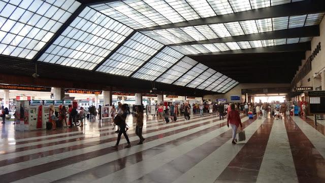 Estações de trem em Florença e em toda a Itália