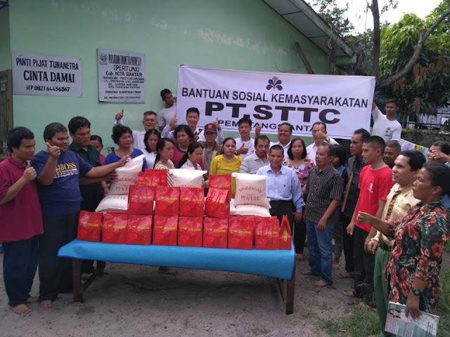 PT. STTC berbagi bingkisan Natal kepada keluarga besar Persatuan Tuna Netra Indonesia (Pertuni).