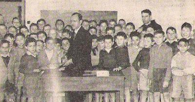 Arturo Pomar en la Escuela de los Padres Franciscanos del barrio Jesús en 1957