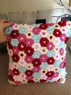 almofadas flores de crochê passo a passo