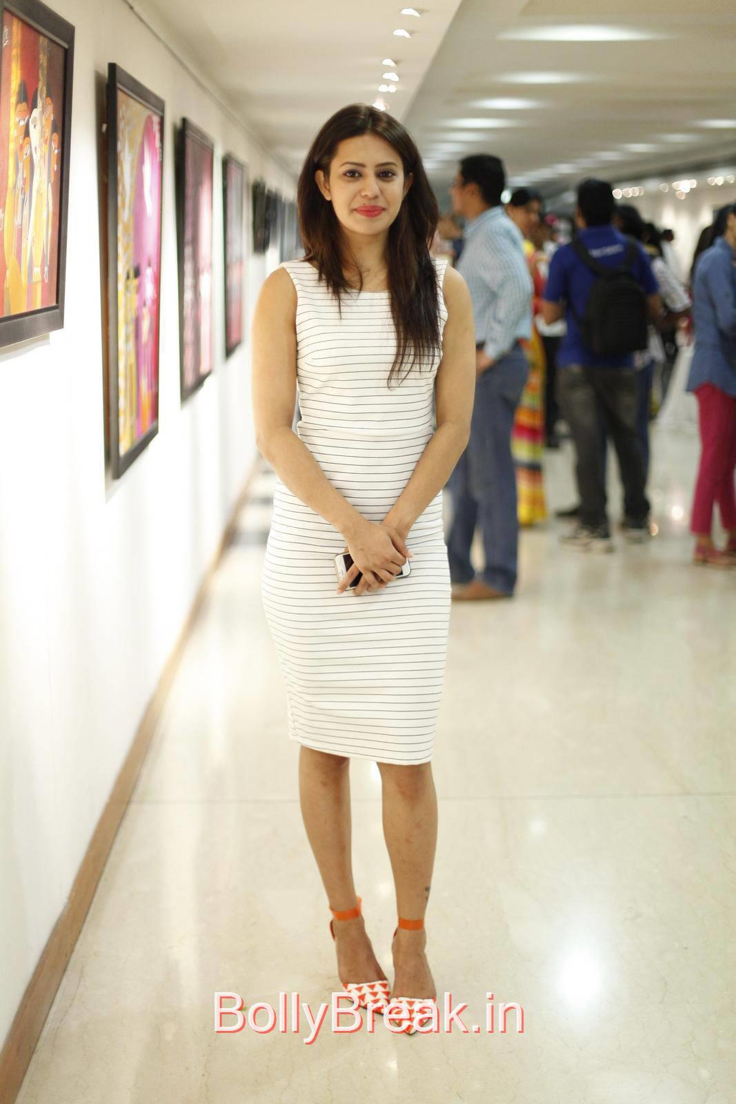 Ranya Pictures, Ranya Hot HD Pics from Rangoli Garg Solo Art Show Gallery