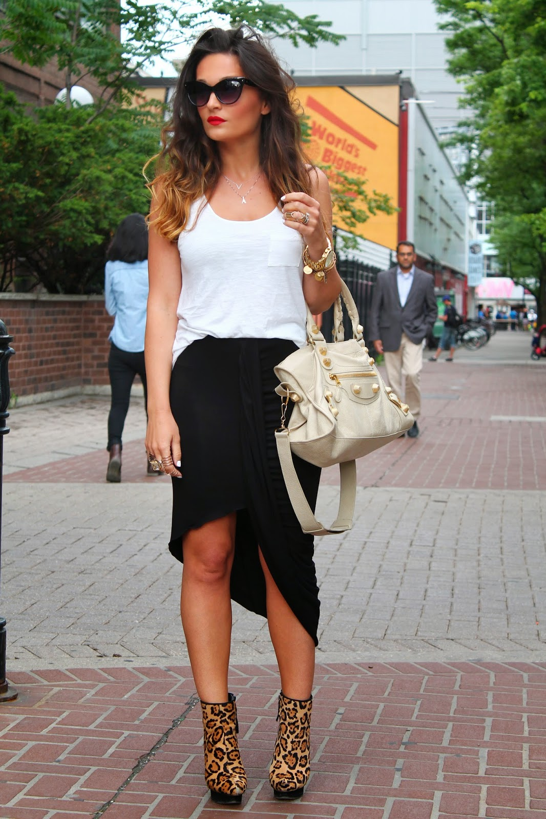 black skirt, black relaxed skirt, relaxed summer outfit, white and black outfit, leopard booties, leopard ankle boots, balenciaga bag, blogerke, letnja moda, canadian fashion blogger, toronto street style, yonge street, dundas square, ombre hair, red lips