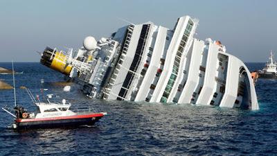 غرق عبارة على متنها 80 شخصا فى المحيط الهادئ