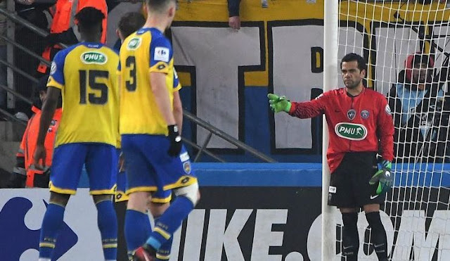 Dani Alves Jadi Kiper Dadakan PSG
