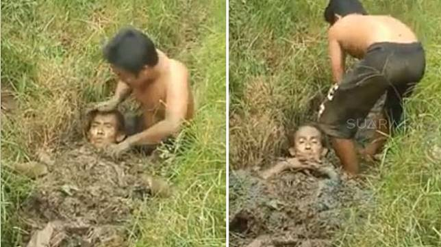 "Susanto yang disebut telah meninggal dunia karena tersengat listrik saat bekerja, dikabarkan kembali hidup setelah dikubur.  Ritual penguburan Susanto di dalam lumpur Desa Sungai Purun Kecil, Sungai Pinyuh, Mempawah, Kalimantan Barat terjadi pada Minggu (8/7) akhir pekan lalu.  Sementara video penguburan tersebut  baru viral di media-media sosial pada Kamis (12/7/2018).  Dalam video tersebut, tampak seorang lelaki bercelana pendek dan bertelanjang dada tengah mengubur tubuh Susanto memakai lumpur di rawa.  ""Subhanallah. Kejadian di pontianak. Orang kesetrum yang dikatakan sudah mati. Langsung dikubur dalam tanah yang basah, bisa hidup lagi,"" tulis warganet bernama Yuni Rusmini sebagai keterangan video terebut.  Namun, Kapolsek Sungai Pinyuh Komisaris Sunaryo dalam keterangan tertulis yang didapat Suara.com, mengatakan Susanto sebenarnya belum meninggal dunia tapi dalam masa kritis.  ""Tidak benar dia sudah meninggal dunia. Dia tersetrum listrik tegangan tinggi saat bekerja memasang kanopi di bengkel mobil Aneka Jaya. Warga yang melihat hal itu langsung memberikan pertolongan pertama,"" kata Sunaryo.  Seorang warga yang memahami metode pelenyapan induksi listrik langsung mengubur tubuh Susanto ke dalam lumpur.  Ternyata, kata Sunaryo, metode tersebut berhasil sehingga nyawa Susanto bisa diselamatkan. Setelahnya, warga membawa Susanto ke Rumah Sakit Umum Daerah Rubini Mempawah untuk mendapat perawatan intensif.  ""Jadi, setelah tubuhnya mulai dari leher hingga kaki dikubur dalam lumpur, Susanto siuman. Metode itu namanya grone, menghilangkan induksi aliran listrik tertutup. Setelah sadar, korban dibawa ke Puskesmas Rawat Inap Sungai Pinyuh dan dirujuk ke RSUD,"" jelasnya."
