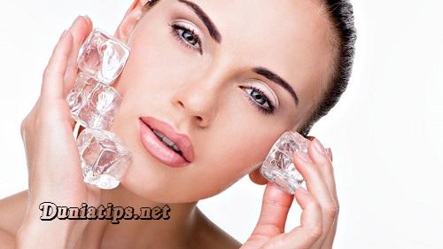 Cara Membuat Wajah Cantik Berkilau Dengan Es Batu