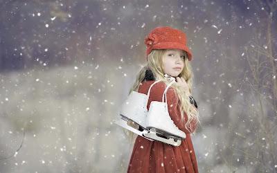 girl-baby-skating-snow-walls-imgs