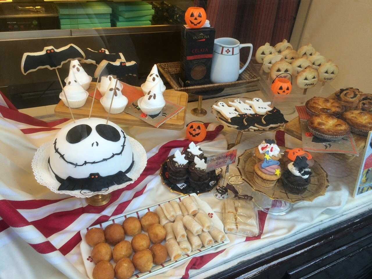 Escaparate pasteleria Halloween