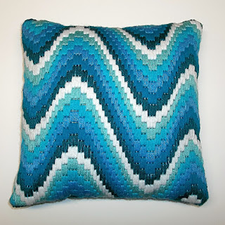 "Quickpoint bargello pillow ""Ocean Waves"""