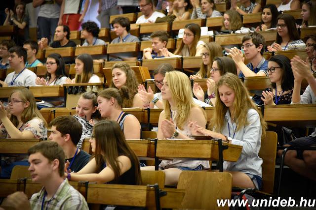 A hét folyamán minden diák kap egy kutatói feladatot, amelyet a témavezető felügyelete mellett a kar műszereinek segítségével kell kidolgozni. Idén a legtöbben, 33-an biológiai témát választottak, 23-an kémiait, 18 diák földtudományit, 16-an fizikait és 15-en matematikait.