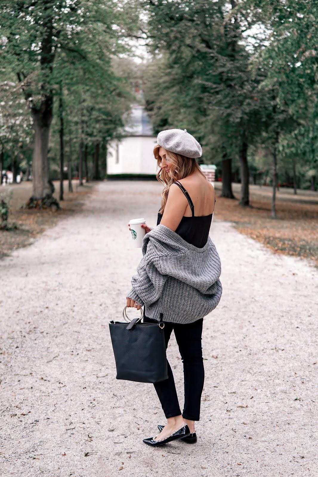 baskenmütze-grau-graue-baskenmütze-grauer-cardigan-schwarze-spitze-nieten-schuhe-fashionstylebyjohanna