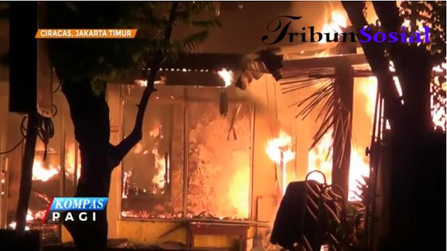 6 Rumah di Komplek Satwa Polri Ciracas Terbakar, Kerugian Ditaksir Ratusan Juta