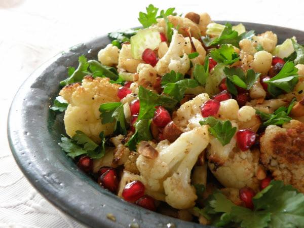 Blumenkohl-Granatapfel-Salat und Hähnchen Soffrito: Yushka kocht nach Yotam Ottolenghi