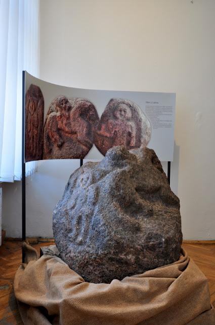 głaz z Leźna z przedstawieniami mitologicznymi słowian