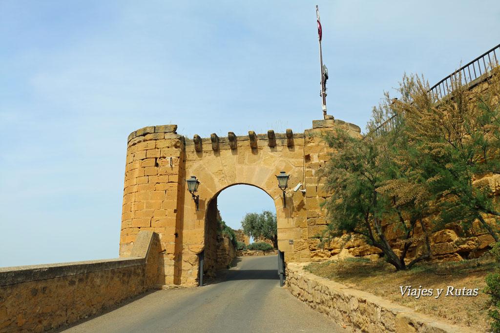 Arco de entrada al castillo calatravo de Alcañiz