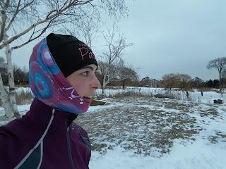 Coureuse l'hiver, parc Jarry, neige, Montréal
