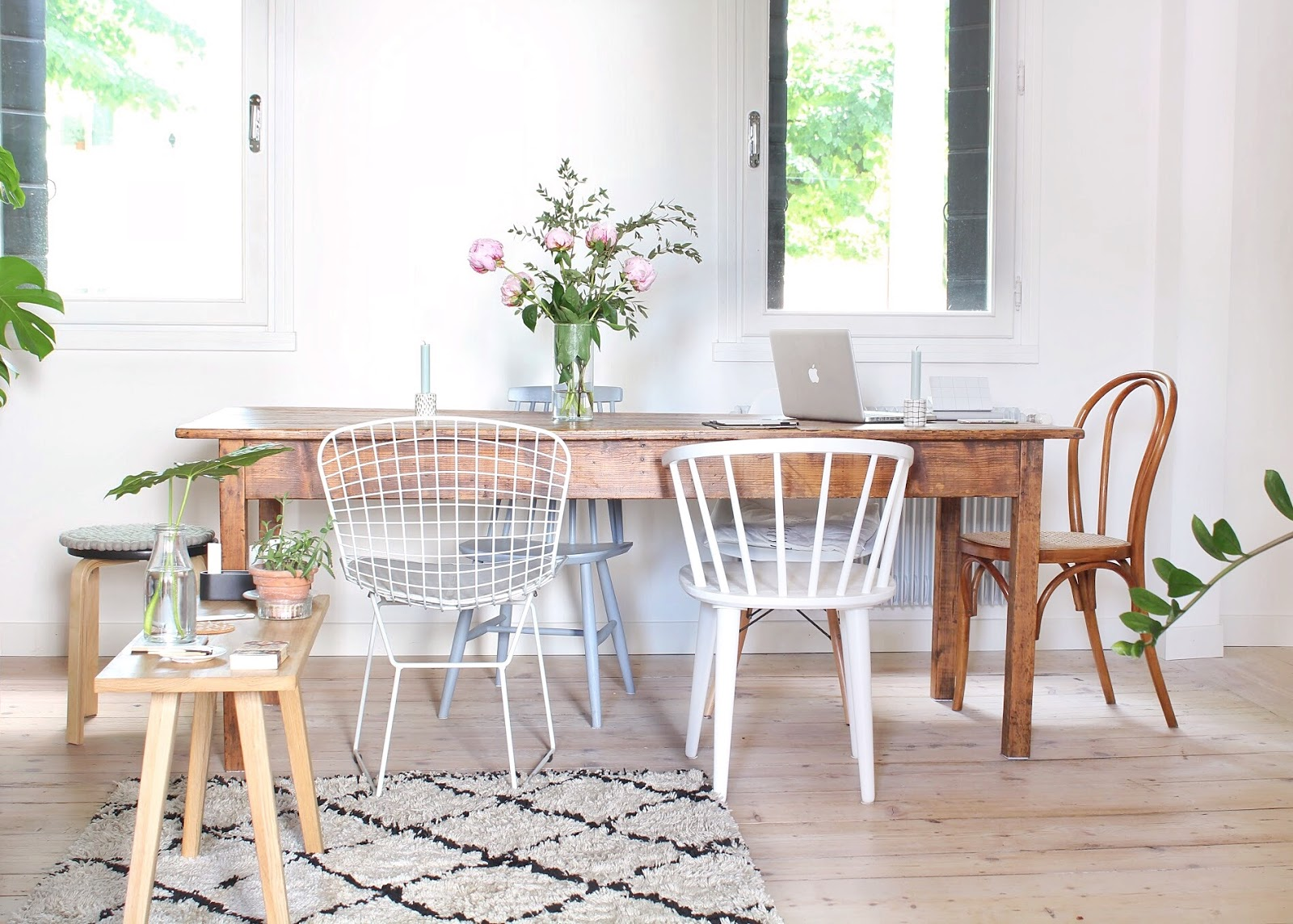 Di peonie, sedie vintage e bollitori