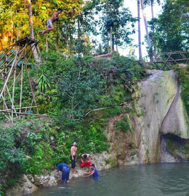 Meloncat dari ketinggian di Kedung Pengilon Kasihan Bantul Yogyakarta