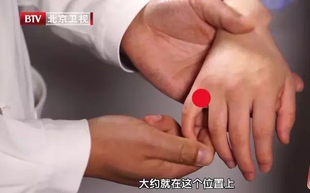"""兩個穴位按一按,堪比""""逍遙丸"""", 疏肝理氣,血糖也穩了(筋結、筋疙瘩)"""