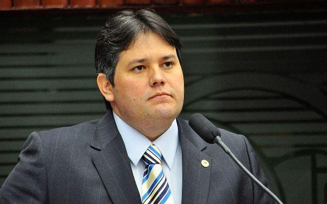 TJ mantém Dinaldinho afastado do cargo com base em nova denúncia do MP